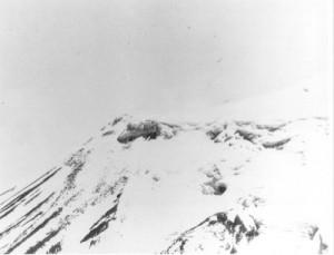 ב-1949 צילם מטוס ריגול אמריקאי את רכס אררט המושלג. במרכז התצלום התגלה עצם ארוך וכהה. יש המאמינים כי אלה שרידי תיבת נח אולם הדבר לא הוכח
