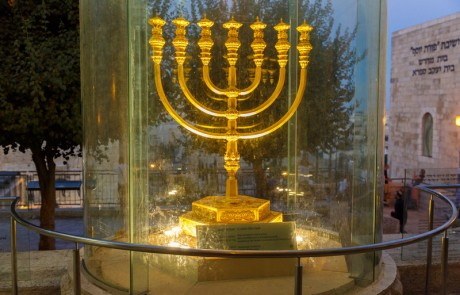 מנורה זהב