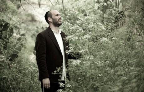 צלילים מהמעיין הטהור: ראיון עם יונתן רזאל